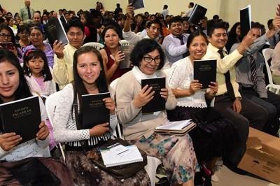 Se reúnen los Testigos de Jehová en evento denominado
