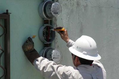 Vecinos en Veracruz se manifiestan ante CFE