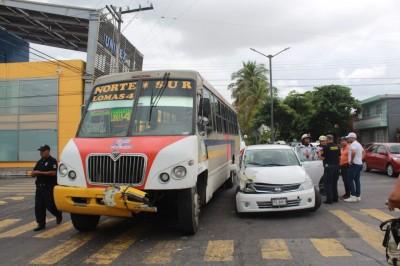 Autobús de transporte público provoca accidente en Veracruz (+Fotos)