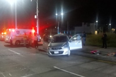 Impacta y lesiona vehículo a dos mujeresque transitaban por el corredor turístico (+Fotos)