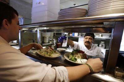 Pega carestía a restauranteros