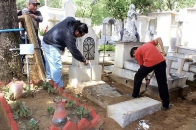 Inician trabajos de limpieza en panteones de Veracruz