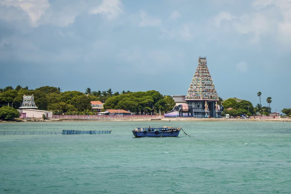 Sri-Lanka-Sailing-Nainathivu-Island-Nagapooshani-Amman-Temple-Coast-Fishing-Boat---Supplier-2017-Residential-Cruise-NORTH-39-Lg-RGB