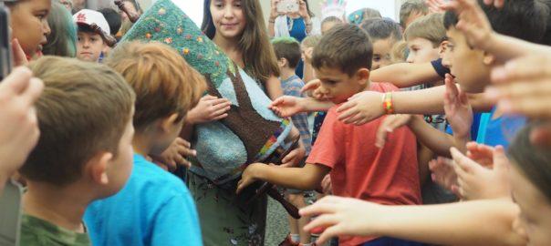 Shauni works with children
