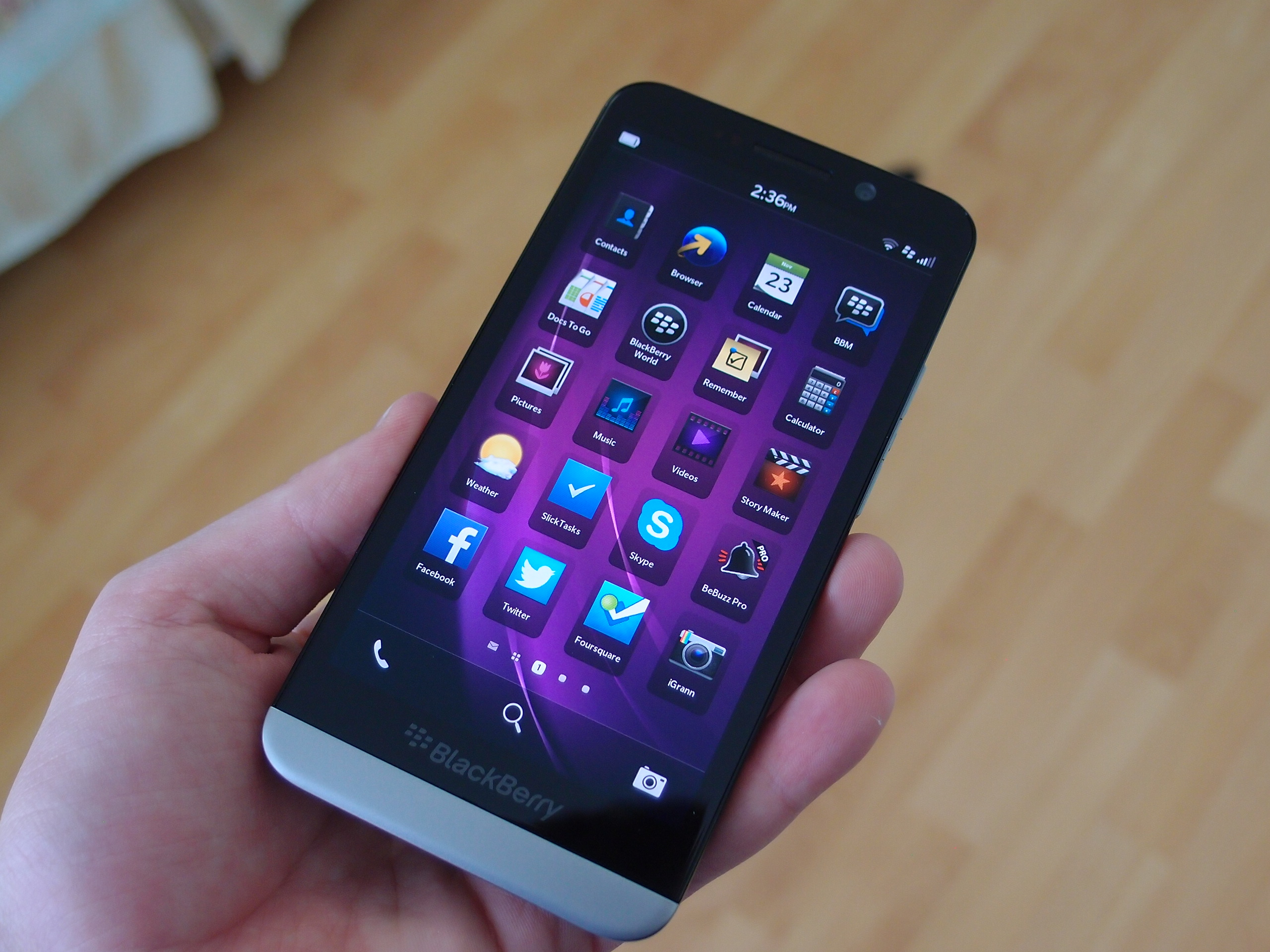 REVIEW] The BlackBerry Z30: BlackBerry's Latest and Greatest