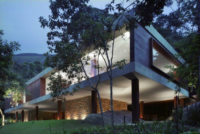 BR House by Marcio Kogan