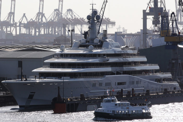 Roman Abramovich The Story Of A Self Made Billionaire