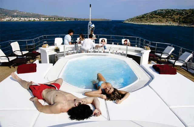 Edmiston Sells the RM Elegant Superyacht 1