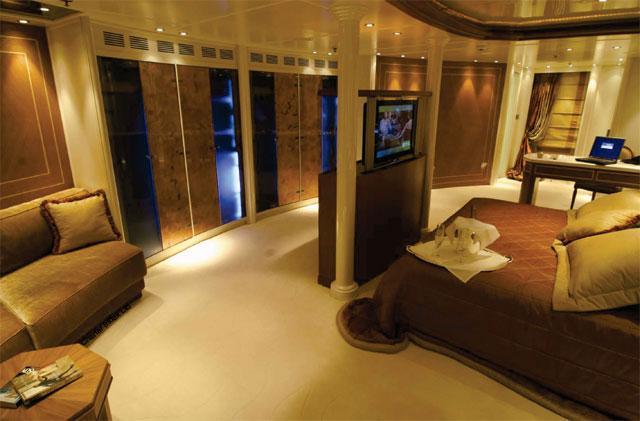Edmiston Sells the RM Elegant Superyacht 6