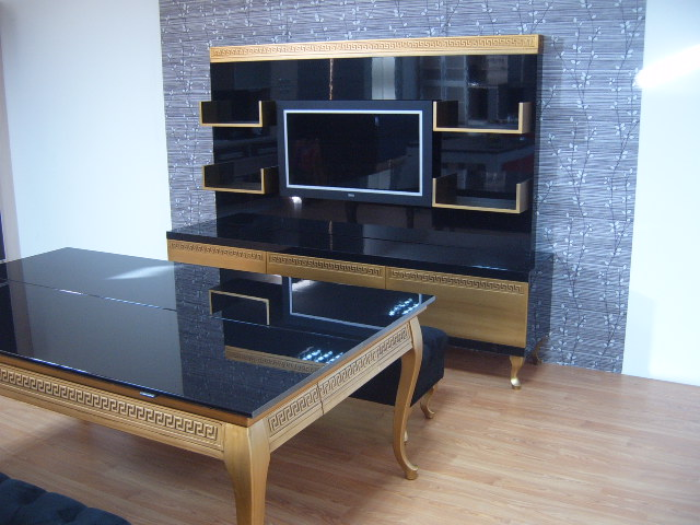 Luxury Pool Table Disguised as Dining Table (3)