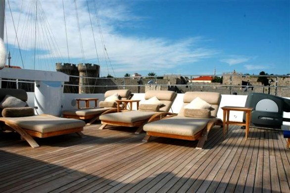 Grace E Luxury Yacht for Charter (4)