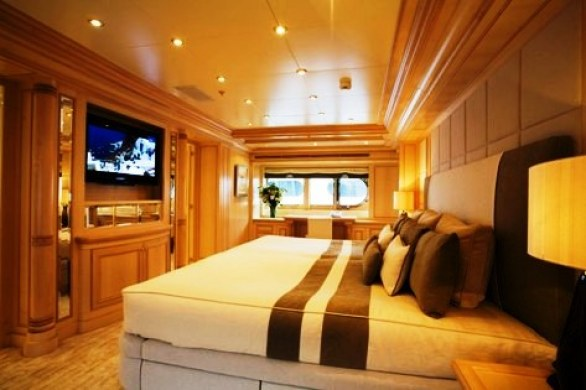 Grace E Luxury Yacht for Charter (8)