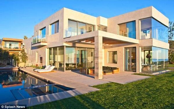 David and Victoria Malibu Oceanfront Home for the Summer (5)