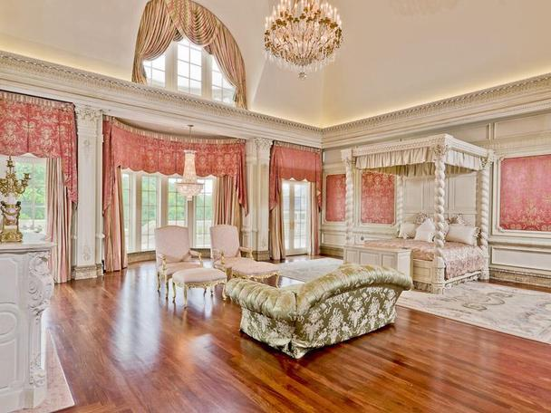 Incredibly Luxurious Mansion in Hickory Creek (19)