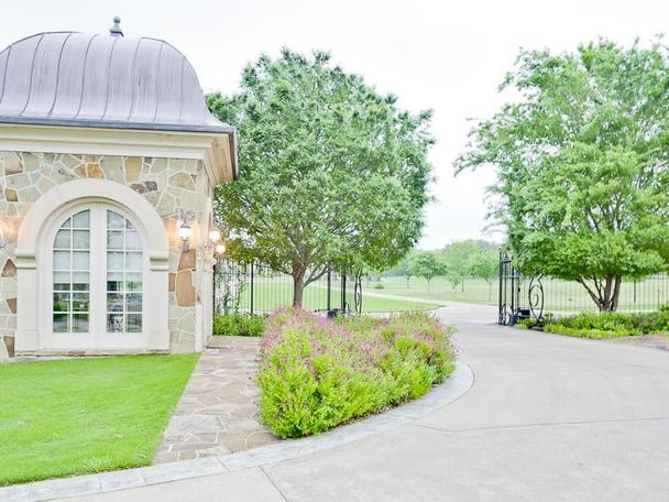 Incredibly Luxurious Mansion in Hickory Creek (16)