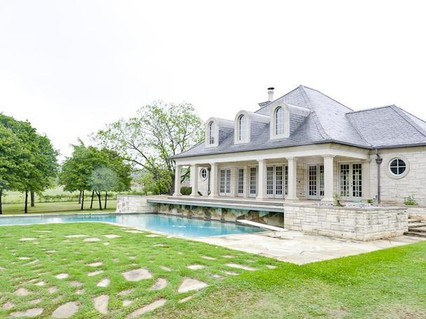 Incredibly Luxurious Mansion in Hickory Creek (9)