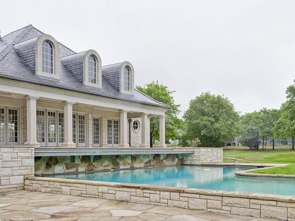 Incredibly Luxurious Mansion in Hickory Creek (25)