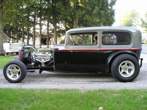 1932 Ford Highboy Roadster (99)
