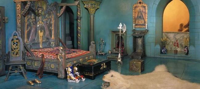Most Expensive Dollhouse in the World (3)
