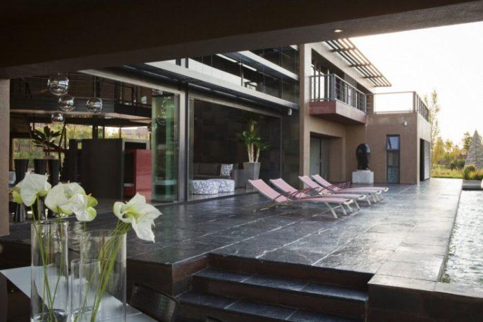 Nico Van Der Meulen Architects House in Mooikloof (3)
