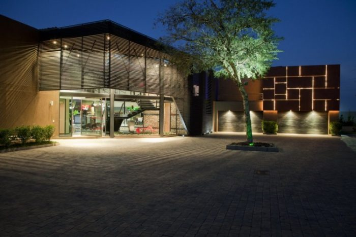 Nico Van Der Meulen Architects House in Mooikloof (13)