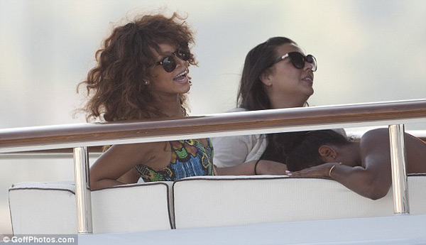 Rihanna Onboard the Luxurious Latitude Superyacht (4)