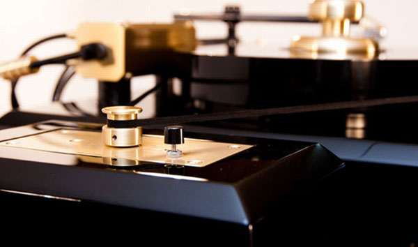 The Amazing Proscenium Black Diamond III Turntable (1)