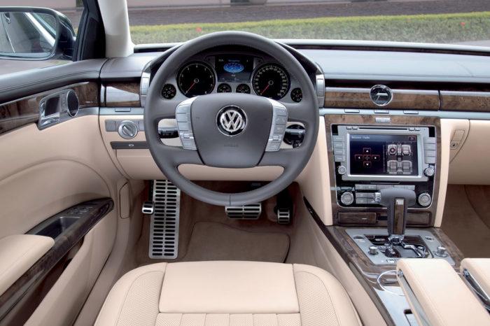 2011 Volkswagen Phaeton Photos (6)