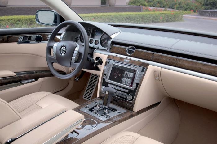 2011 Volkswagen Phaeton Photos (5)