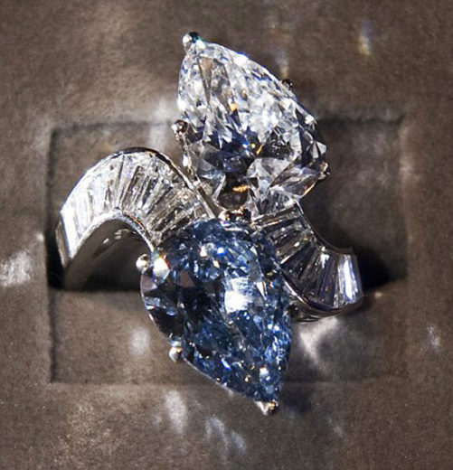 Diamond and Blue Diamond Crossover Ring made by Bulgari (4)