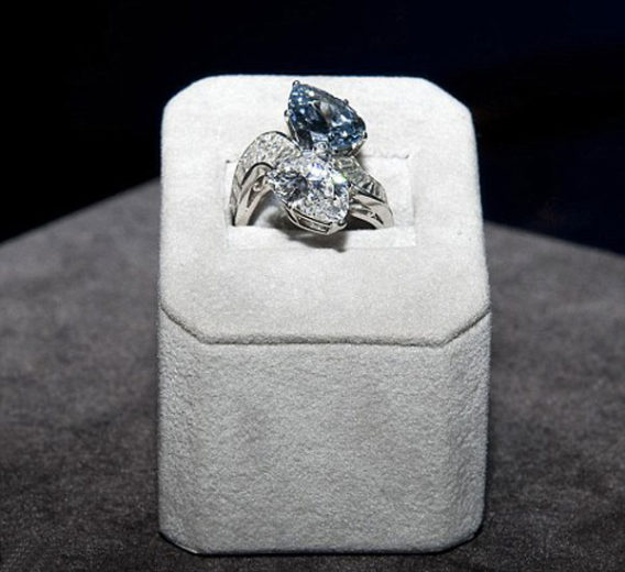 Diamond and Blue Diamond Crossover Ring made by Bulgari (2)