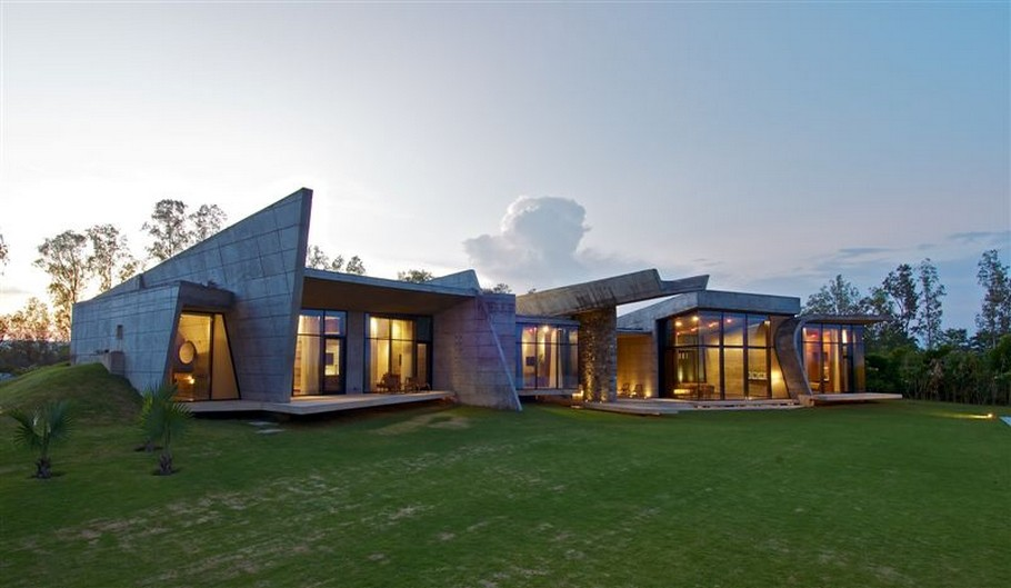 Sophisticated Contemporary Home in India (7)