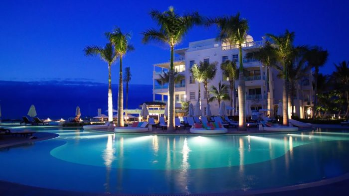 The Luxurious Regent Palms hotel in Turks and Caicos (8)