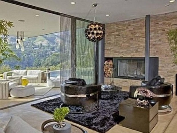 Ashton Kutcher Buys an Outstanding Hollywood Hills Mansion (6)
