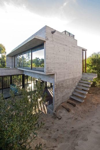 MR House In La Esmeralda, Argentina (7)