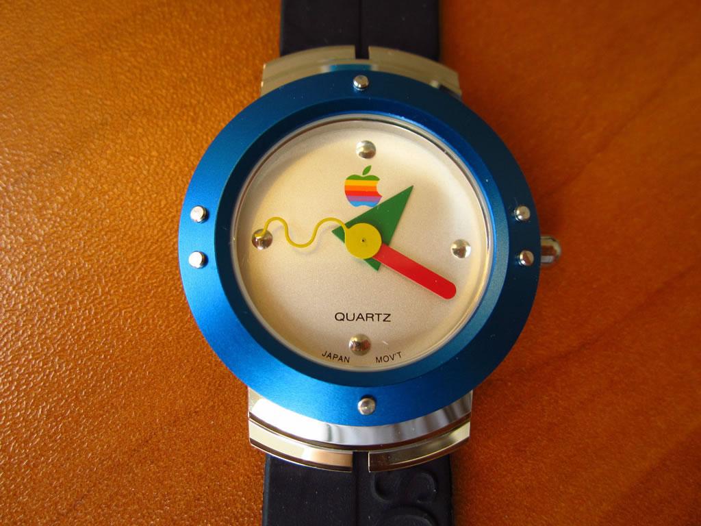 Vintage Apple Watch Costs $2,500 On eBay (4)