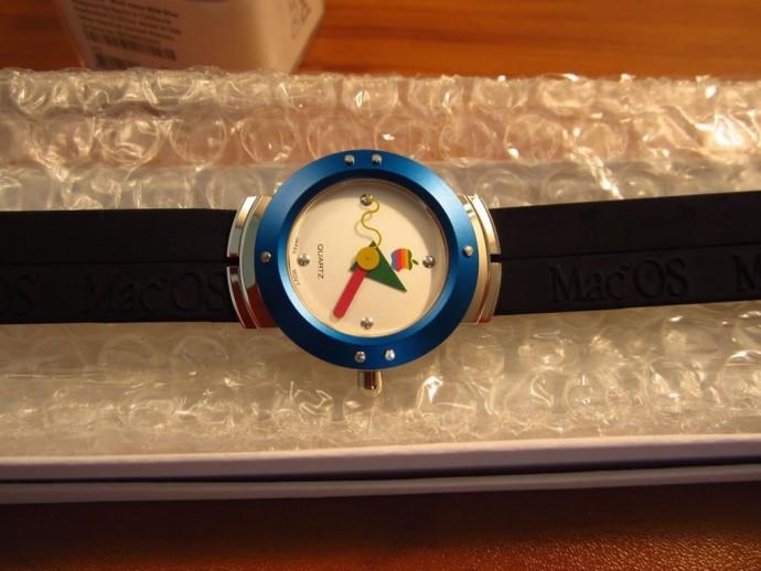 Vintage Apple Watch Costs $2,500 On eBay (2)