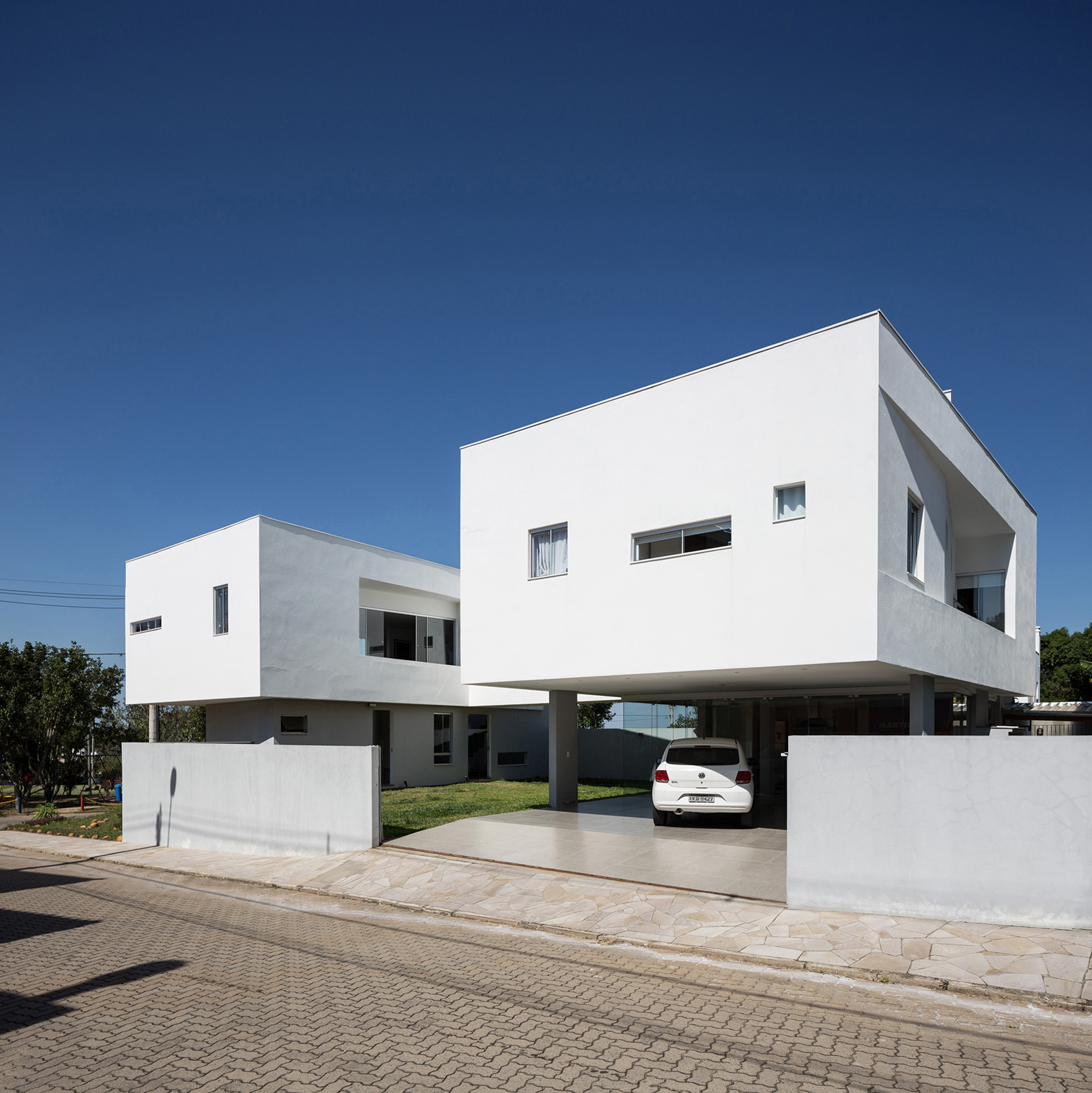 2V House In Porto Alegre, Brazil (29)