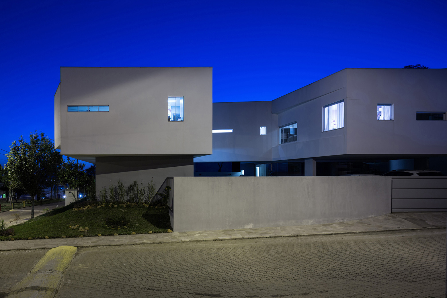 2V House In Porto Alegre, Brazil (18)