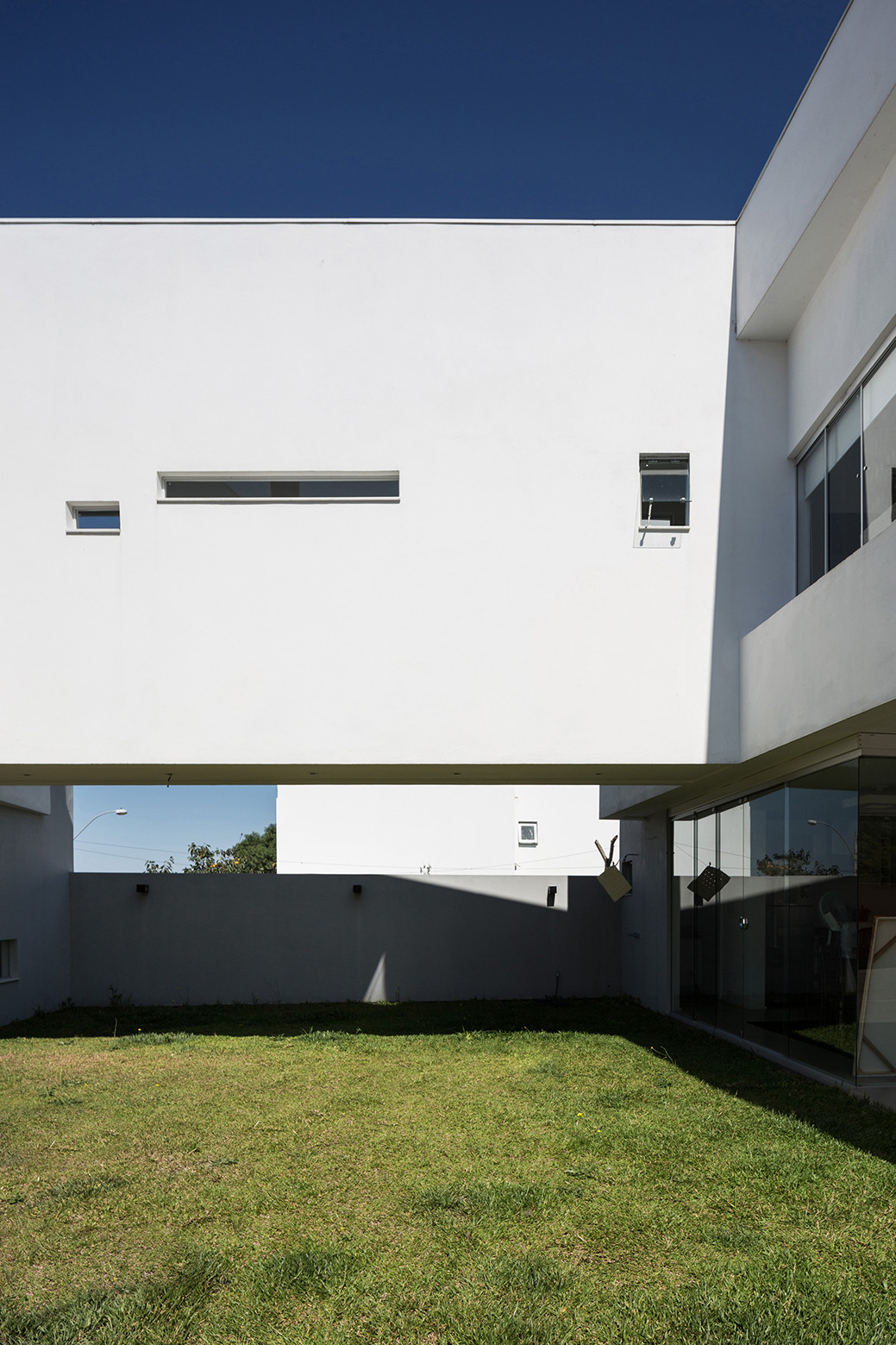2V House In Porto Alegre, Brazil (4)
