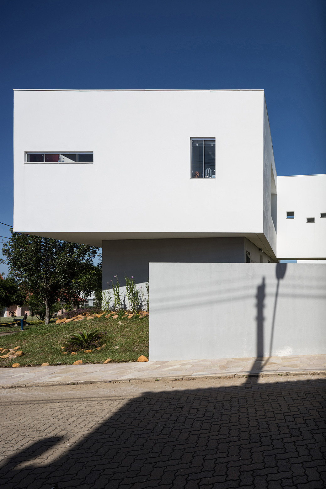2V House In Porto Alegre, Brazil (27)