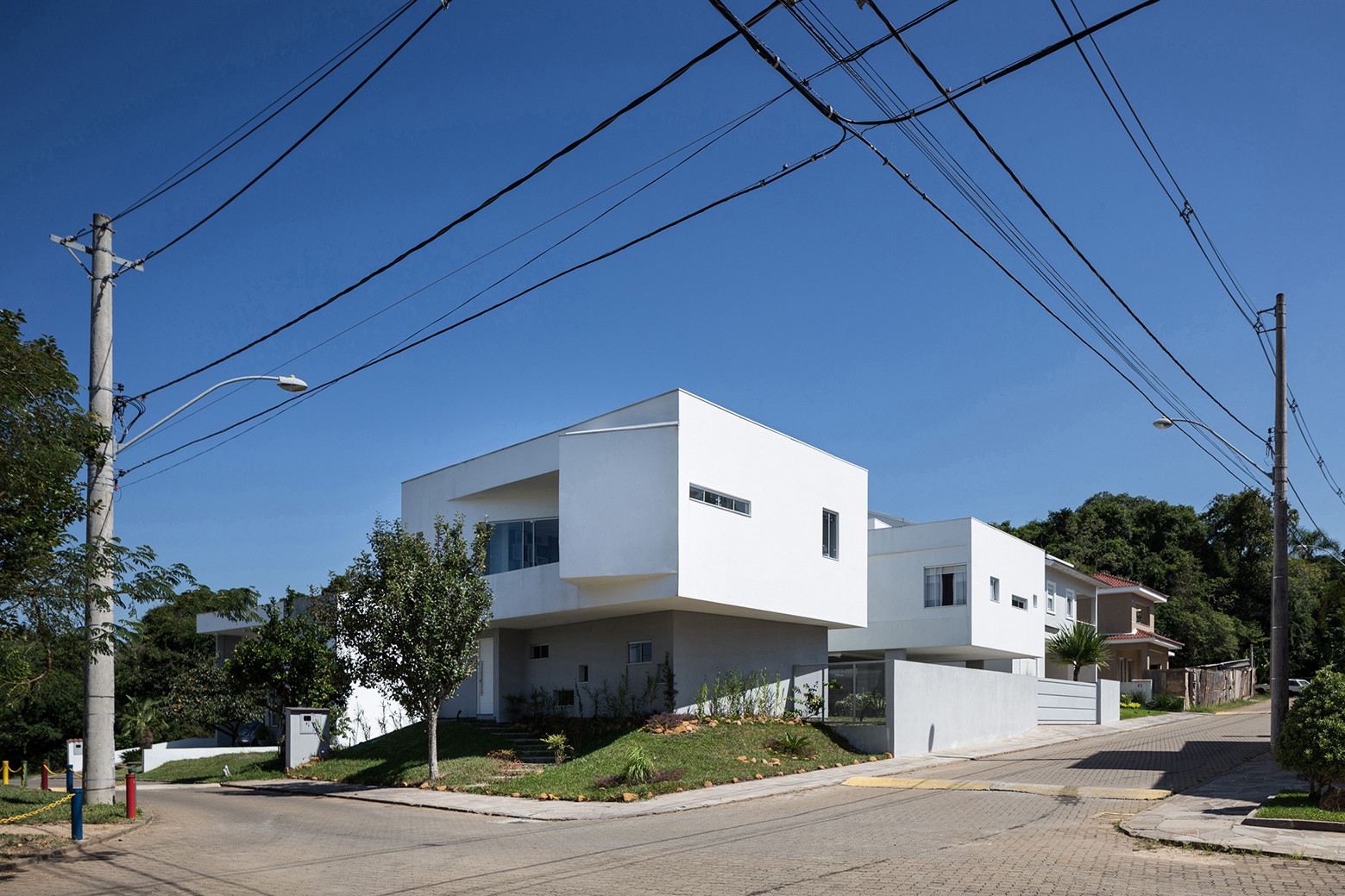 2V House In Porto Alegre, Brazil (24)