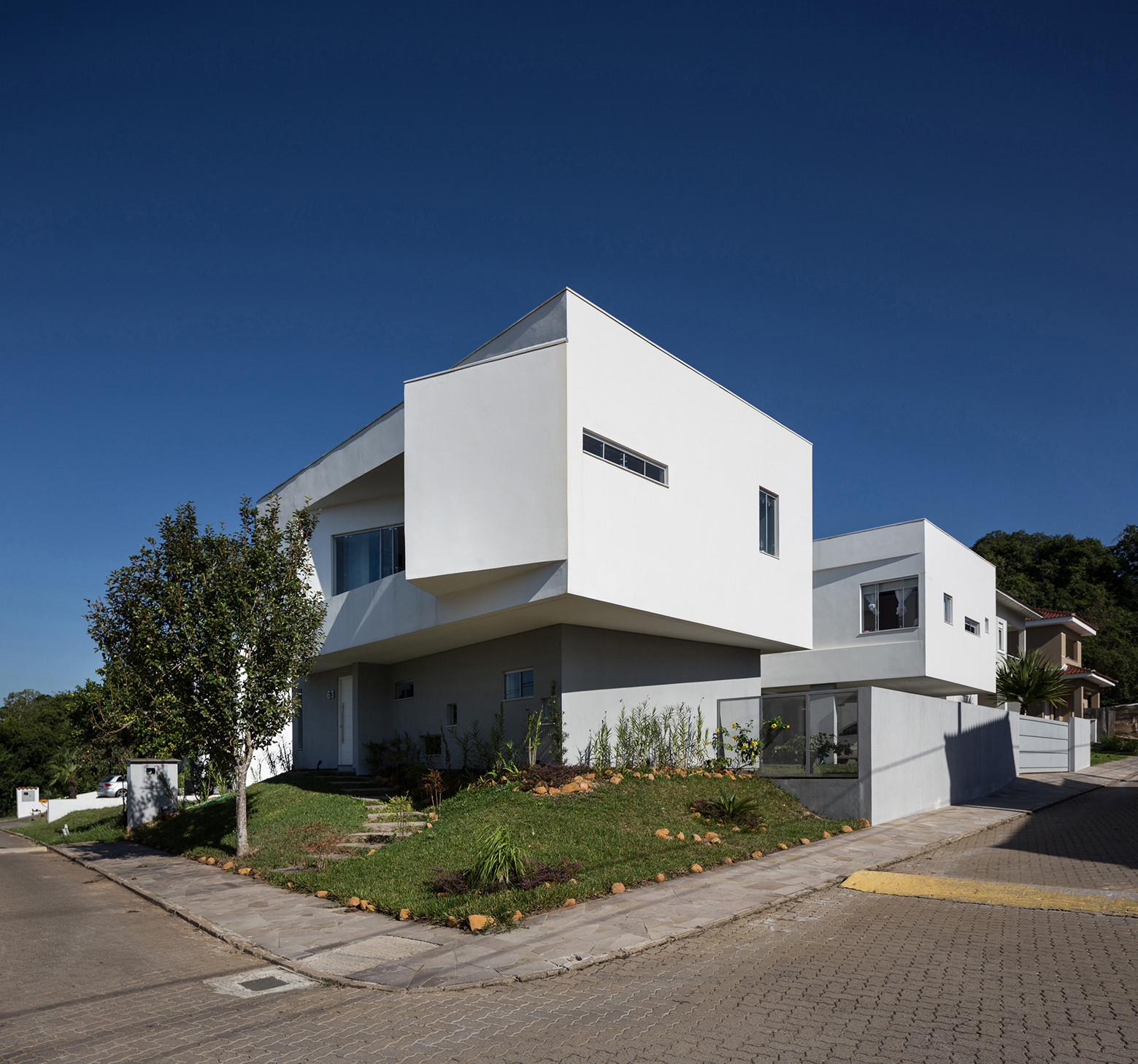 2V House In Porto Alegre, Brazil (23)