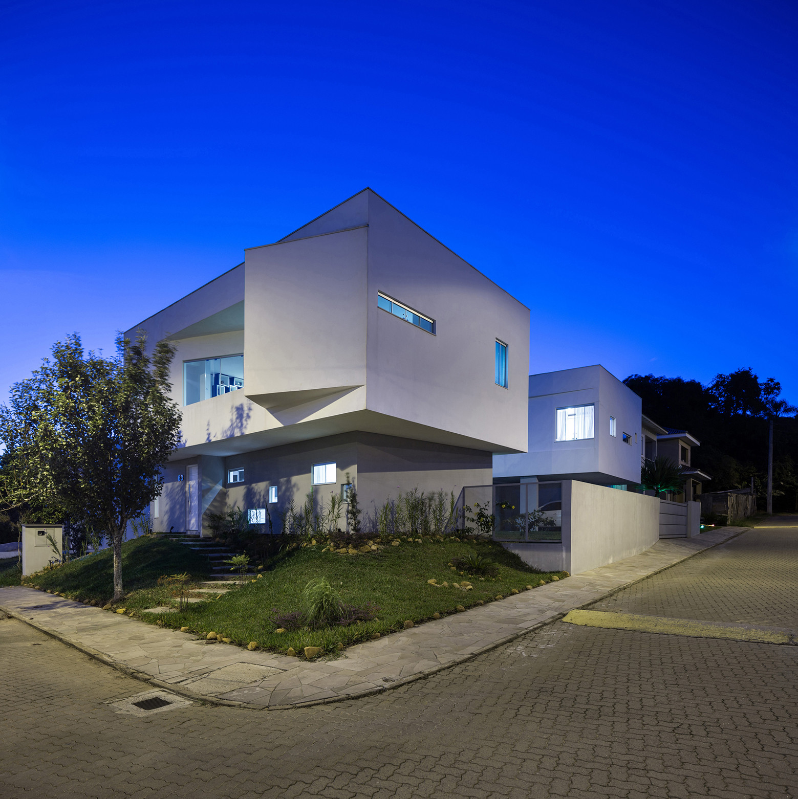 2V House In Porto Alegre, Brazil (22)