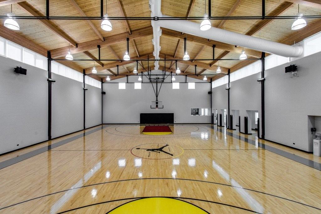 Michael Jordan's Lavish Estate Costs $14,8 Million (5)