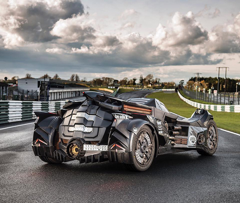 Breathtaking Arkham Car Is Based On A Lamborghini (14)