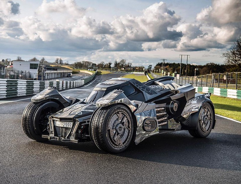 Breathtaking Arkham Car Is Based On A Lamborghini (13)