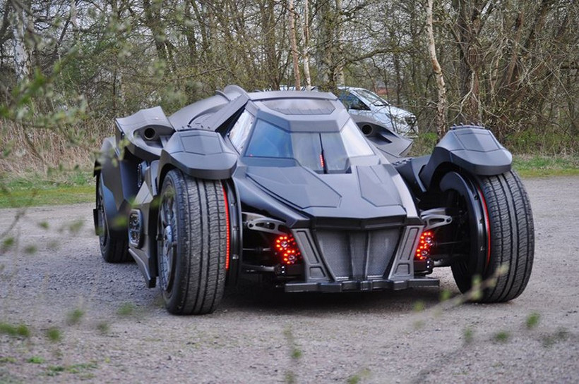 Breathtaking Arkham Car Is Based On A Lamborghini (12)