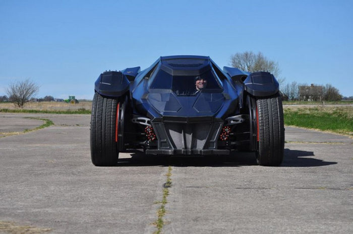 Breathtaking Arkham Car Is Based On A Lamborghini (9)