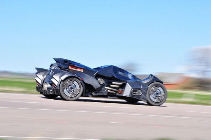 Breathtaking Arkham Car Is Based On A Lamborghini (8)